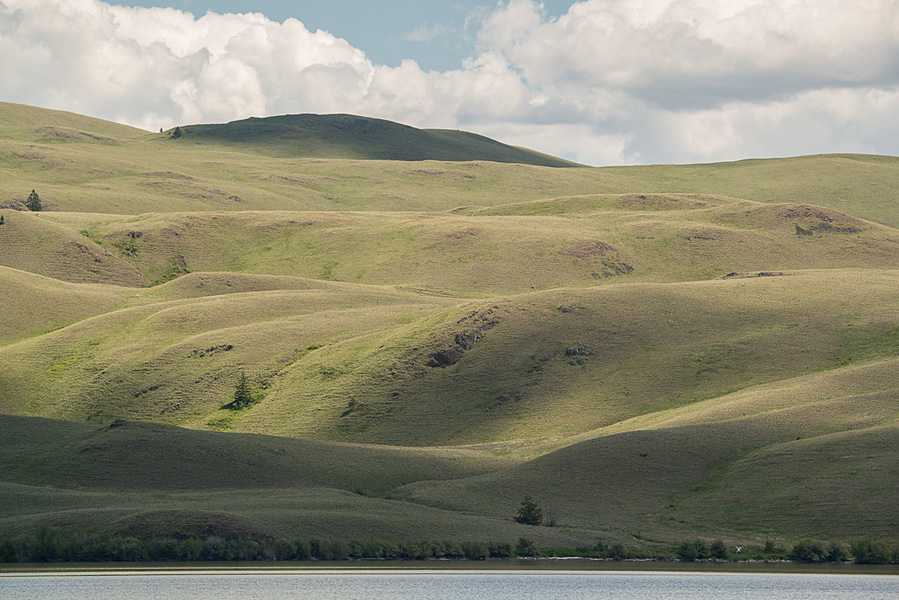 Lake and rolling hills of grass - the splendours of the Douglas Lake Plateau near Merritt.  Photo: © Ian Routley